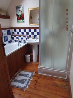 Le Dome's family bathroom with bath and shower.