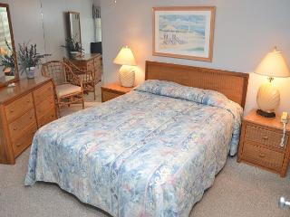 COTTAGE FEEL IN OCEAN FRONT 2 BEDROOM CONDO, Garden City Beach