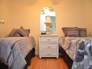 HOT HOT  BEDROOM OCEAN FRONT CONDO FOR RENT, Garden City Beach