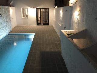 Casa restaurada con piscina privada; AC, wifi..., Mercadal