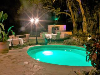 Villa Bonita #2, Sleeps 6-16, pool, Jacuzzi., Isabela