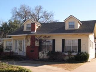 Charming Cottage in the Heart of Town, Edmond