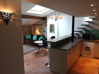 Charming Mansard Flat in Old Town, Antibes