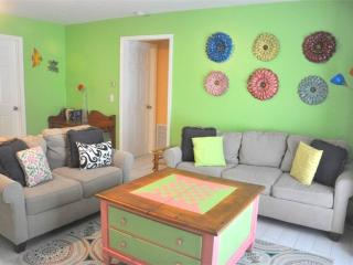 Sea Breeze Cottage, 3 Bedrooms, Pet Friendly, WiFi, Sleeps 8, Fort Myers Beach