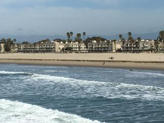 Beachfront condo with views of ocean, pier, near L, Port Hueneme