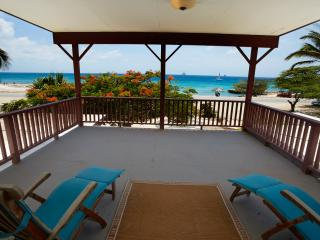 Fabulous two story ocean front villa, large pool, Malmok Beach