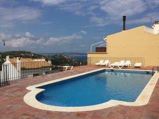 2 Bedroom Apt Centre Begur, pool & beautiful views