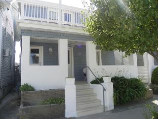 Charming Newly Renovated 2 BR 1.5 Blocks to Beach, Wildwood