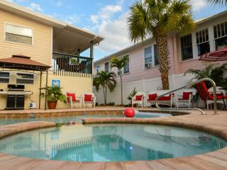 Relaxing Open Layout By Canal w/ New Pool Hot Tub!, Fort Myers Beach