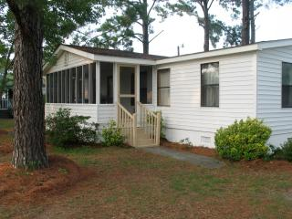 beachwelcome2 pet friendly 3 bedroom, 2 bath, large porch, 2 piers, boat ramp