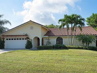 POOL HOME CLOSE WALKING DISTANCE TO THE BEACH