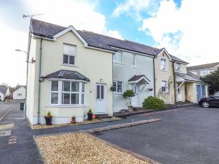 SANDYHILL HOUSE, cosy cottage close to beach, enclosed patio, WiFi, Saundersfoot Ref 930916
