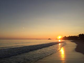 Hale Ohana steps to Kailua Beach