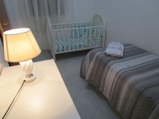 Camera con letto singolo e culla