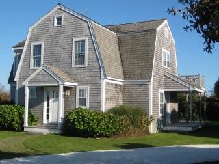 Nantucket Island: Stay Near A Quiet Beach This Summer