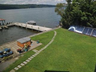 Wonderful Lake House on Cayuga Lake Only 2.5 Miles