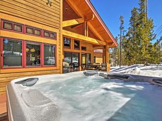Luxurious 4BR Sapphire Lodge in Breckenridge w/ Hot Tub - Includes 1,000 Sq. Ft. Indoor Basketball Court w/Foosball & Ping Pong Table!