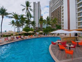 Oceanfront Condo on Great Beach, Pool, WiFi (932), Puerto Vallarta