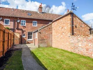 WROXHAM REST, open fire, pet-friendly, lawned garden, Wroxham, Ref 934557