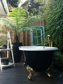 Private Outdoor Garden Bath