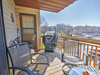2BR Lake Ozark Lakefront Condo w/Community Pool