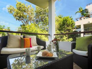 Exquisite Modern Condo in Serene Tropical Hideaway - Relax, Play and Explore!