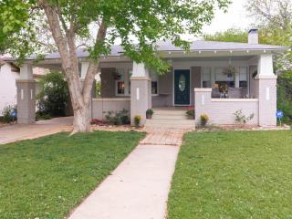 Charming & Comfortable Bungalow-Cultural District, Fort Worth