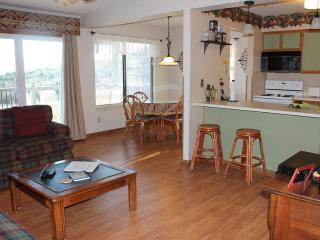 2 Bedroom 2 Bath Private Deck Units - 503, Indian Point
