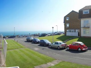 Seafront Holiday Apartment with Balcony, Broadstairs