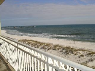 Beautifully decorated 3 bedroom 3 bath unit beachfront in Gulf Shores