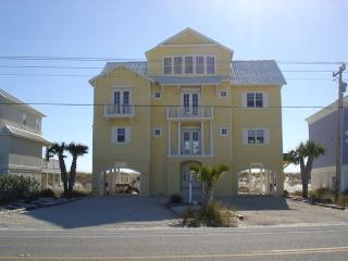 5 Bedroom 5.5 bath beach front house for large family gatherings, Gulf Shores