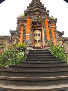 Back entrance to the palace.