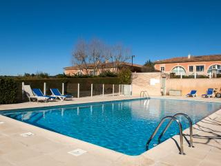 Aix en Provence Charming Loft Apartment with Tennis Court and Pool, Aix-en-Provence