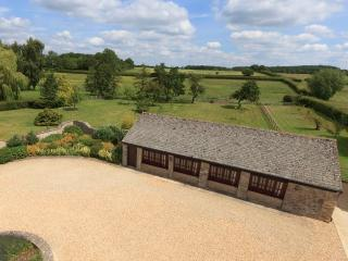 The Cotswold Manor Cottage with Private Hot Tub & Games Barn, Bampton