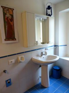 Il bagno con lavandino