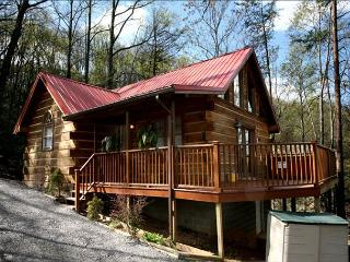 A Heavenly Escape  King Bed Wooded View Hot Tub Fireplace  Free Nights, Gatlinburg
