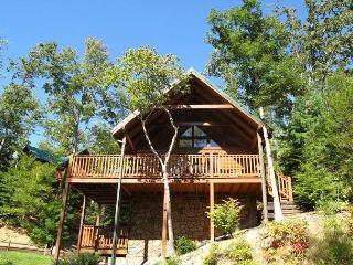 Trail's End   Hot Tub Pool Table Mtn View Pool Access WiFi Free Nights, Gatlinburg