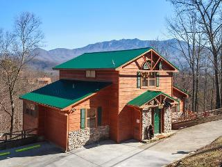 Wandering Cubs  View Jacuzzi Pets Pool Access Ski Mountain Free Nights, Gatlinburg