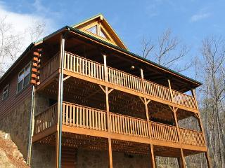 Triple Mountain View   Near Downtown Hot Tub Arcade WiFi   Free Nights, Gatlinburg