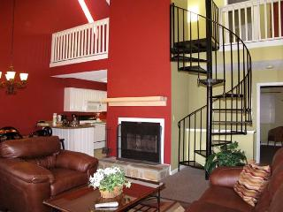 Gatlinburg Village 406    Wood Fireplace  Shopping  Pool   Free Nights Wi-Fi