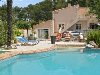 Spacieux appartement, près d'Aix avec piscine, WiFi, Velaux