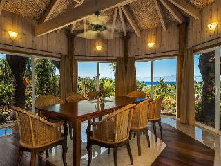 Kauai Gardens Estate, Ocean Views, Walk to Beach, Private Suites, 4 Hot Tubs!, Anahola
