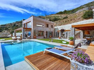 Exclusive villa with pool in Crete, Heraklion