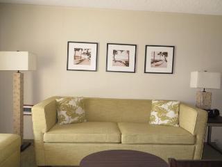 Plantation Hale Suites D11, AC, Walk to Beach, Shops & Restaurants, Pool View, Kapaa