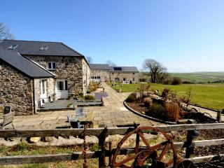 The Grain Store - luxury 3 bedroom eco barn, Haverfordwest