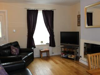 Sea Breakers Holiday Cottage with wifi., Filey