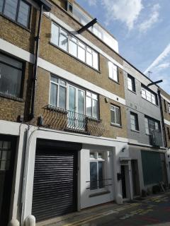 Quiet mews in Clerkenwell, Central London. Perfect place in town for a family to explore London.