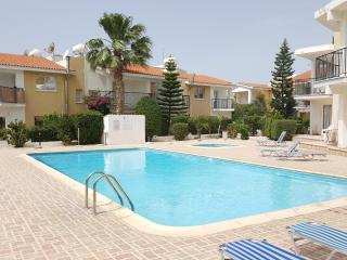 2 bedroom townhouse near the sea