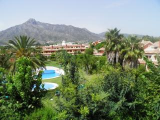 Stunning 4 bed townhouse in Nagueles, Marbella, Nueva Andalucia