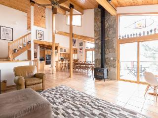 Luxurious ski chalet, with private hot tub & mountain access, Lake Tahoe (California)